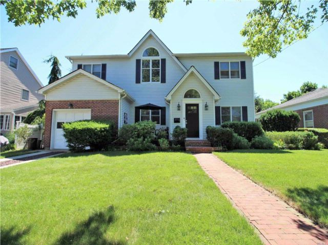 5 BR,  2.00 BTH Colonial style home in Oceanside