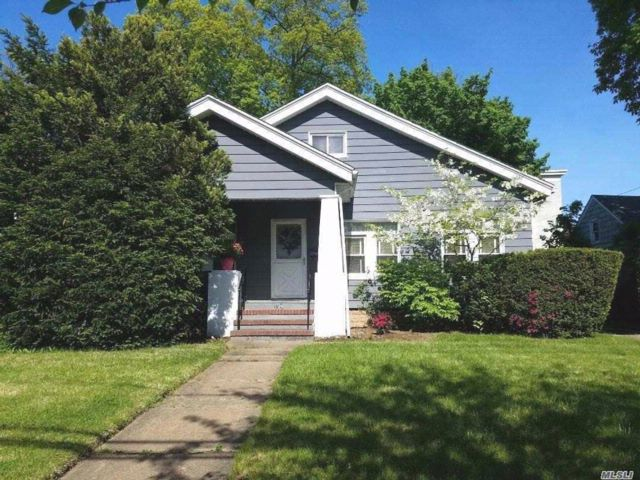 3 BR,  1.00 BTH  Ranch style home in Freeport