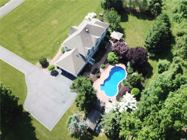 4 BR,  3.50 BTH Colonial style home in Nissequogue