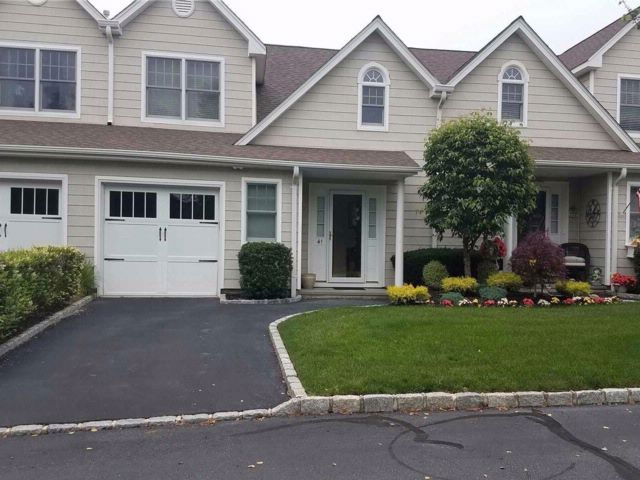 2 BR,  2.50 BTH Homeowner assoc style home in Sayville