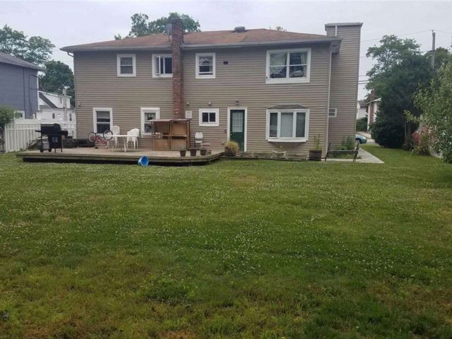 6 BR,  2.00 BTH  2 story style home in Massapequa