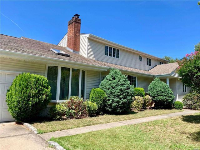 5 BR,  4.00 BTH Exp ranch style home in Syosset