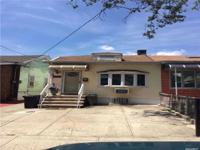 3 BR,  1.00 BTH Ranch style home in Gravesend