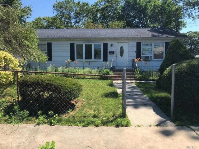 4 BR,  2.00 BTH  Ranch style home in Copiague