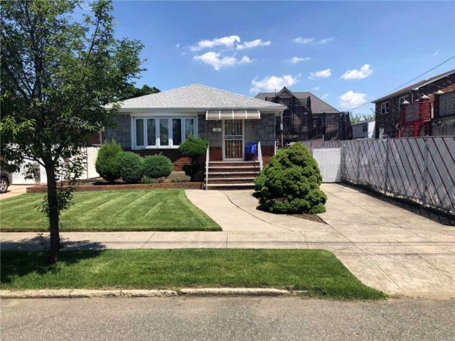 [Howard Beach Real Estate, listing number 3075808]