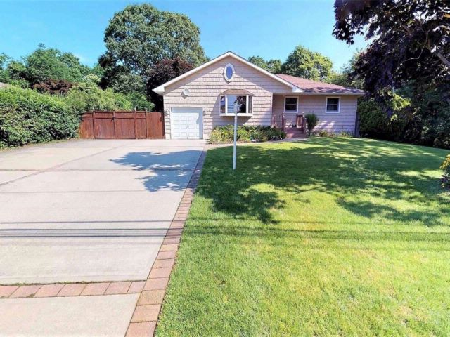 [Central Islip Real Estate, listing number 3075899]