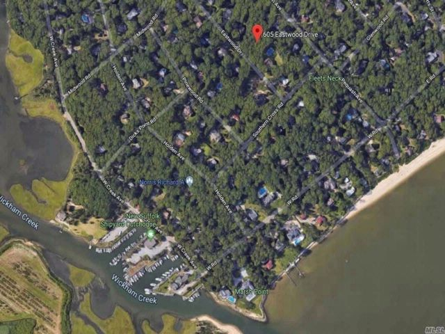 Lot <b>Size:</b> 135x150  Land style home in Cutchogue