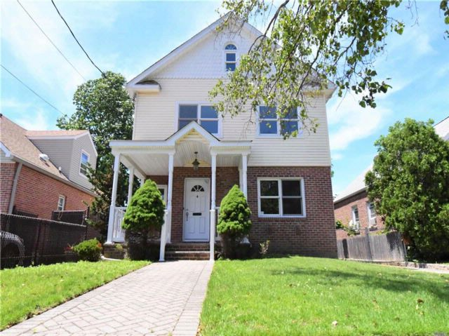 4 BR,  2.00 BTH Colonial style home in Garden City