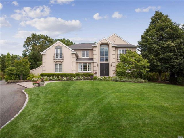 5 BR,  4.55 BTH Colonial style home in Woodbury