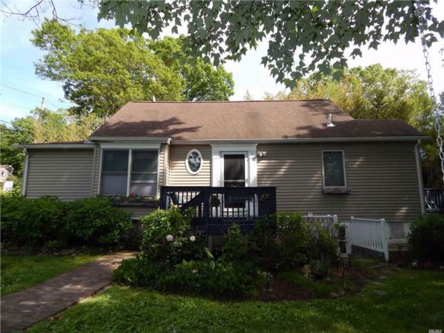 4 BR,  2.50 BTH Cape style home in Rocky Point