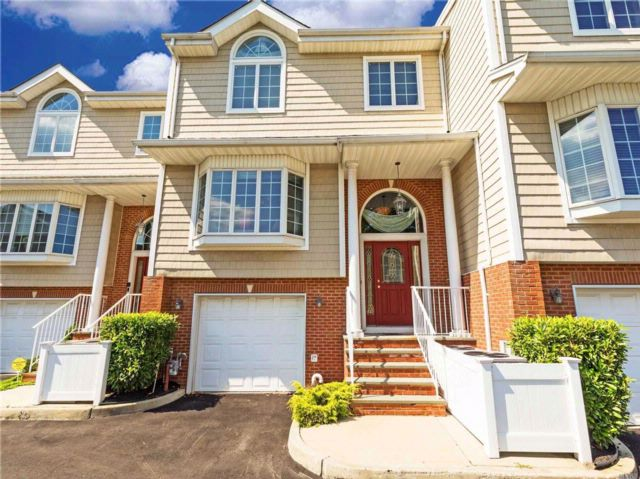 3 BR,  3.50 BTH Townhouse style home in Atlantic Beach