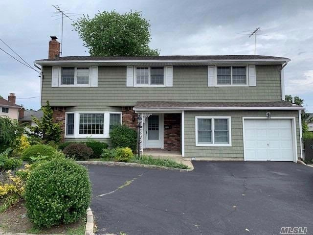 4 BR,  2.50 BTH  Colonial style home in North Bellmore
