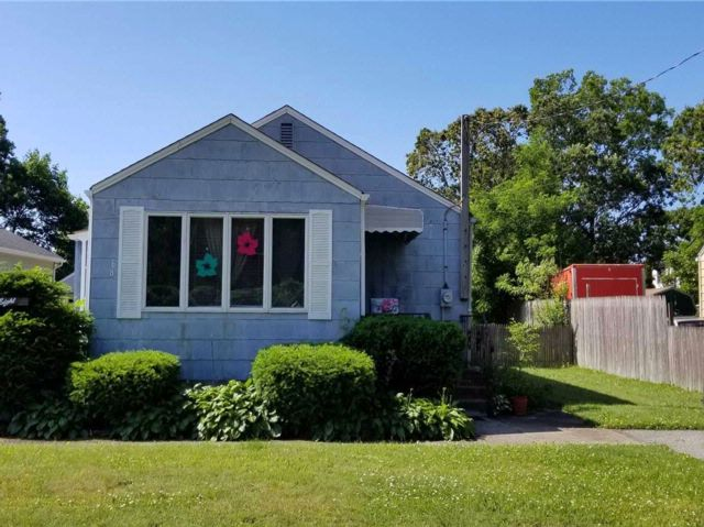 2 BR,  1.00 BTH Ranch style home in Patchogue