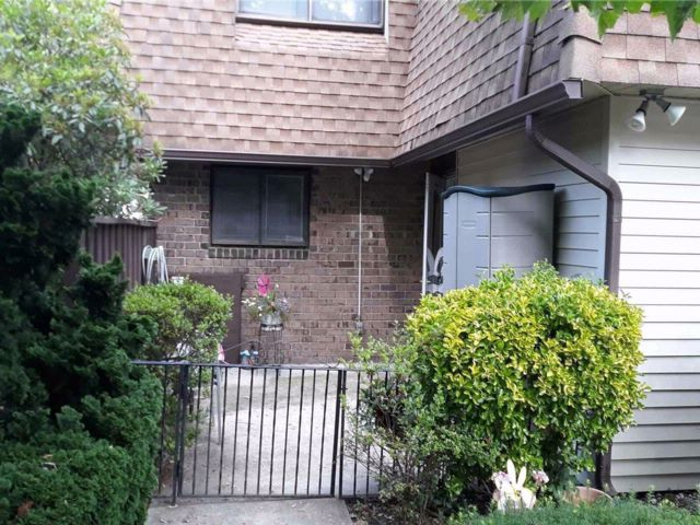 [Central Islip Real Estate, listing number 3076338]