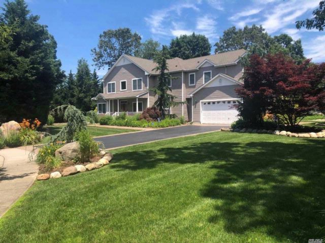 5 BR,  3.50 BTH Colonial style home in St. James