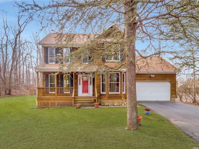 4 BR,  2.55 BTH Victorian style home in Wading River