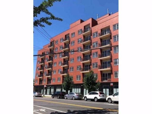 2 BR, 20.00 BTH Condo style home in Flushing