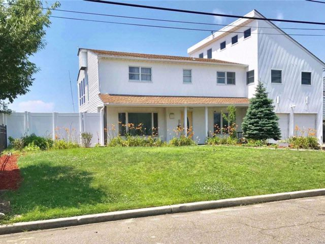 4 BR,  3.55 BTH Colonial style home in Babylon