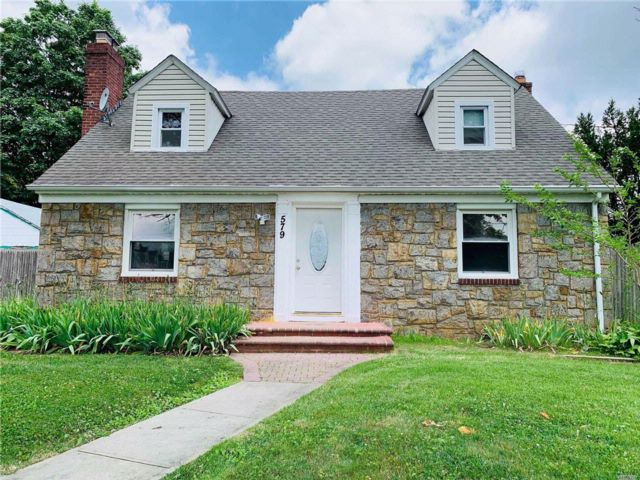 5 BR,  2.00 BTH  Cape style home in Uniondale