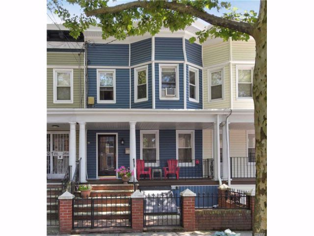 4 BR,  1.00 BTH 2 story style home in Woodhaven