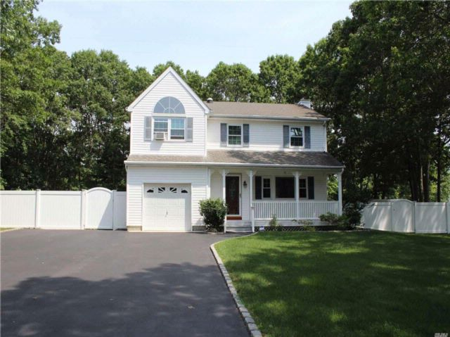 3 BR,  2.50 BTH  Colonial style home in Medford