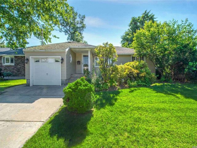 3 BR,  2.00 BTH Ranch style home in Valley Stream