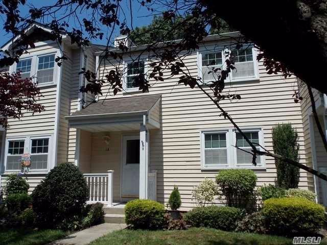 3 BR,  1.56 BTH Condo style home in Yaphank
