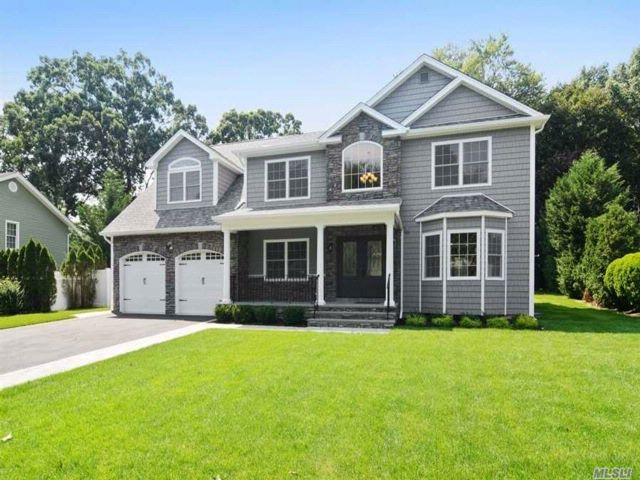 5 BR,  4.50 BTH  Colonial style home in Plainview