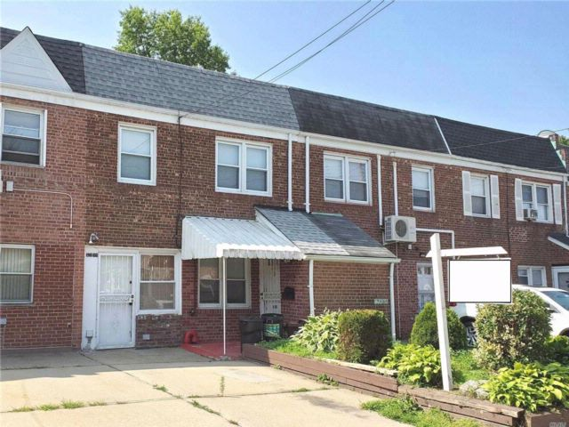 3 BR,  1.00 BTH  Colonial style home in Flushing