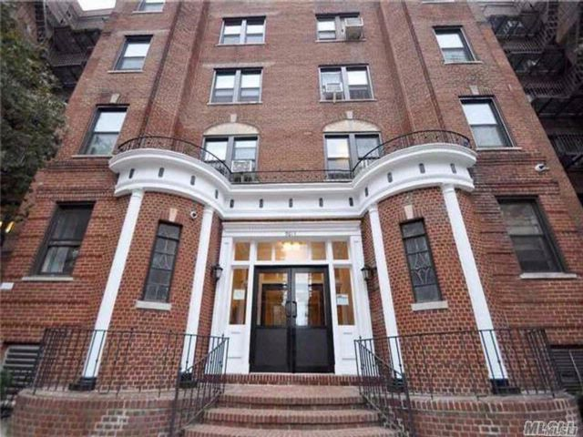 2 BR,  1.00 BTH  High rise style home in Rego Park