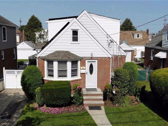 [Franklin Square Real Estate, listing number 3076982]