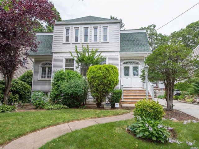 3 BR,  2.00 BTH Colonial style home in Malverne