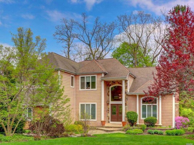 6 BR,  4.50 BTH Post modern style home in Dix Hills