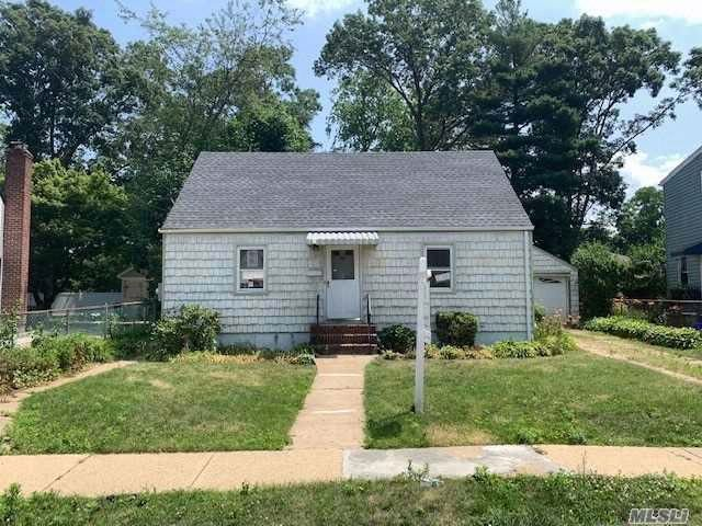 3 BR,  1.00 BTH Cape style home in Roosevelt