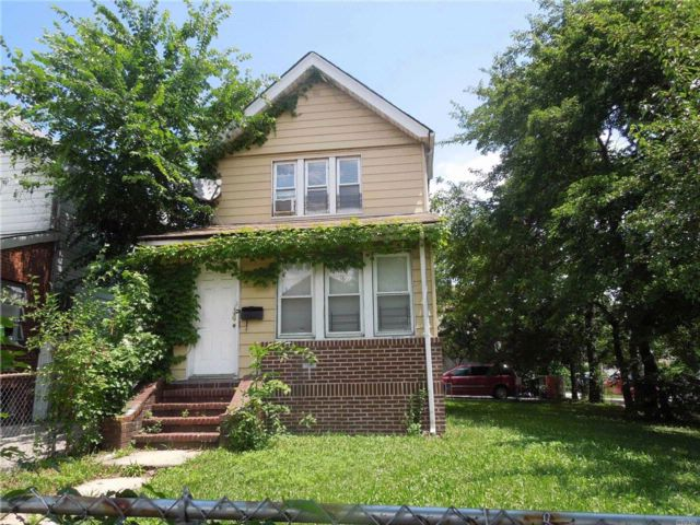 3 BR,  2.55 BTH  Colonial style home in Hollis