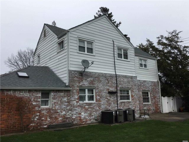 7 BR,  4.50 BTH Colonial style home in Lynbrook