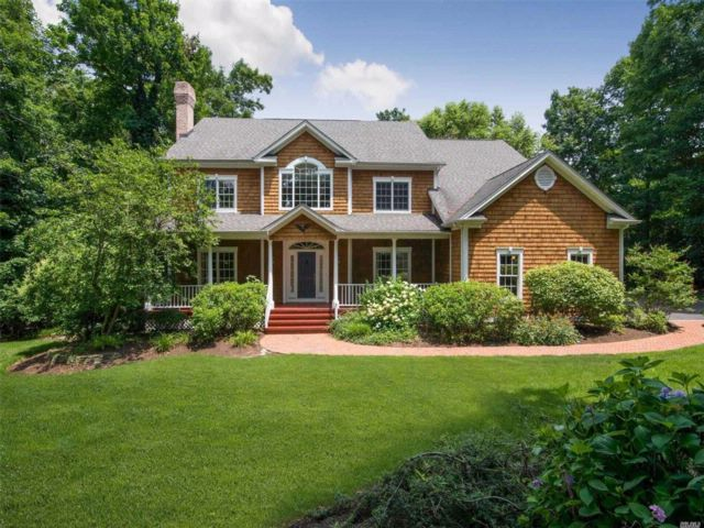 6 BR,  4.00 BTH Colonial style home in Setauket