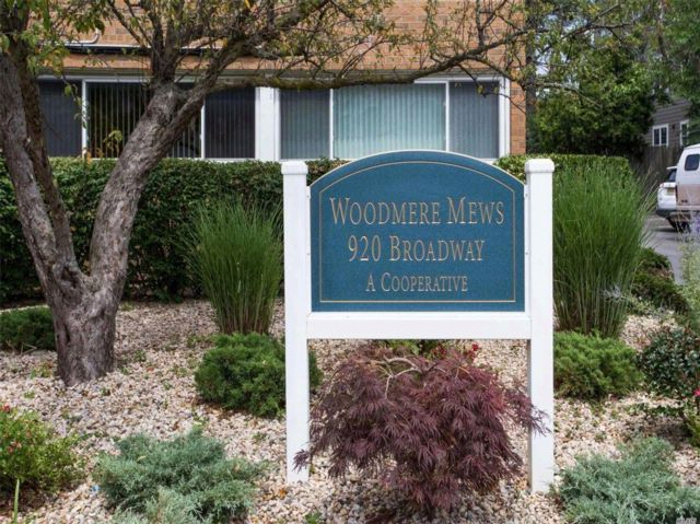 2 BR,  1.00 BTH Co-op style home in Woodmere