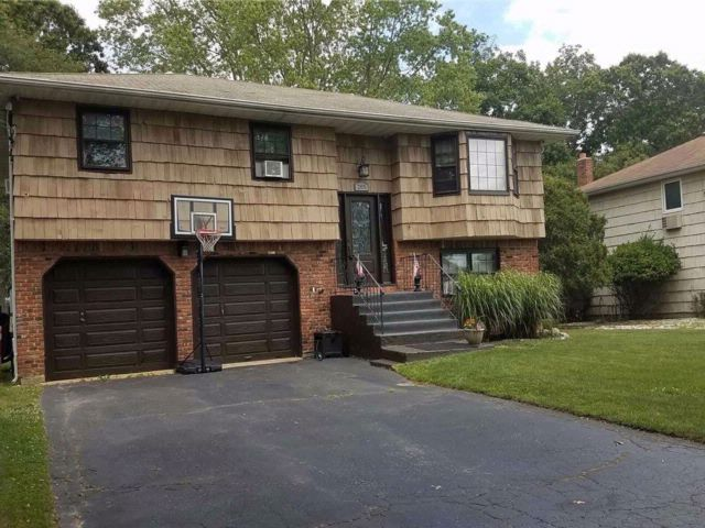 4 BR,  2.00 BTH Hi ranch style home in Oakdale
