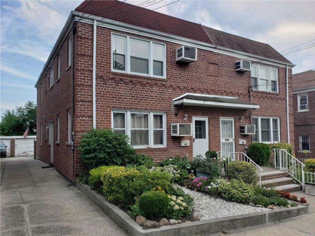8 BR,  4.50 BTH  Colonial style home in Flushing