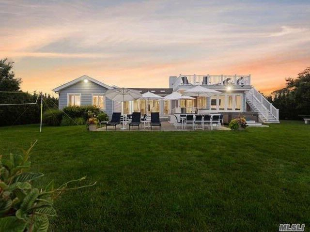6 BR,  4.50 BTH Traditional style home in Westhampton Bch