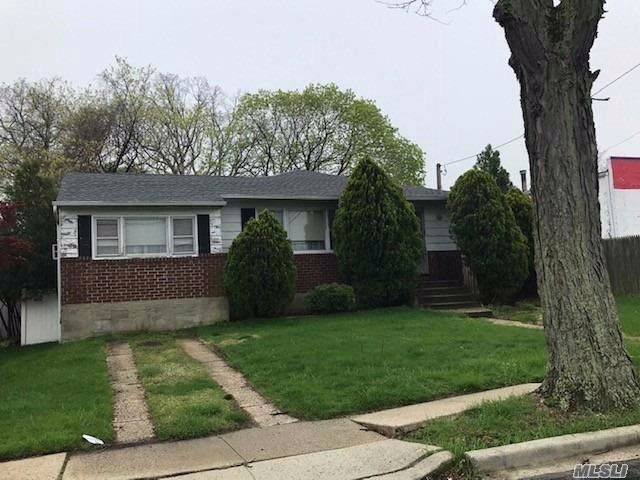 3 BR,  1.50 BTH Ranch style home in Massapequa