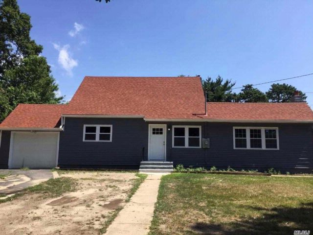 4 BR,  2.00 BTH Exp cape style home in Brentwood