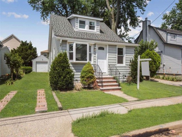 4 BR,  2.00 BTH Cape style home in Elmont