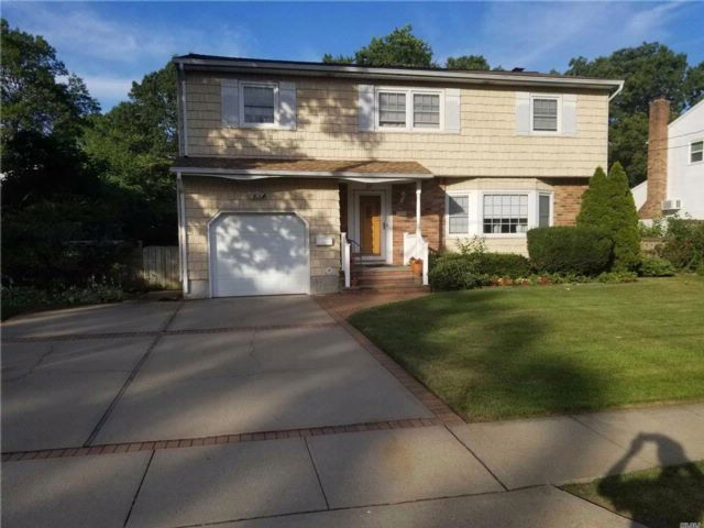 4 BR,  1.50 BTH  Colonial style home in North Babylon
