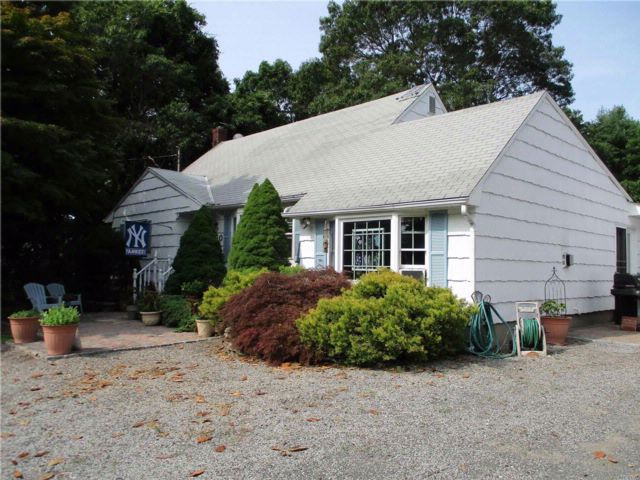 3 BR,  2.00 BTH Exp cape style home in Miller Place