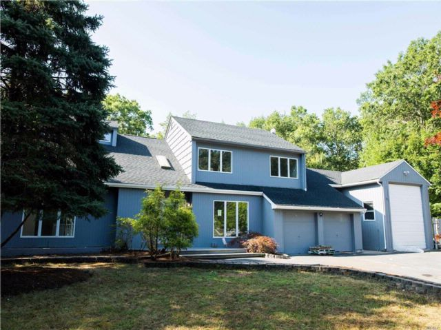 5 BR,  2.50 BTH Colonial style home in Shoreham