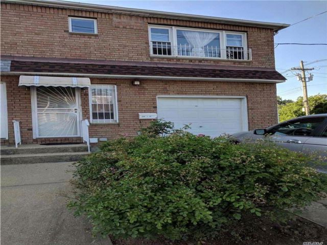 4 BR,  2.00 BTH Contemporary style home in Little Neck