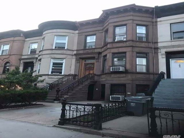 6 BR,  3.00 BTH  Townhouse style home in Bedford Stuyvesant