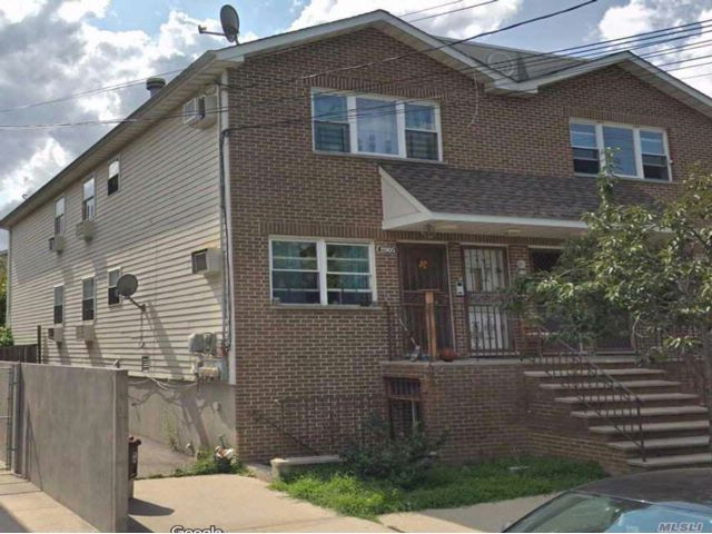 7 BR,  5.00 BTH Colonial style home in Baychester